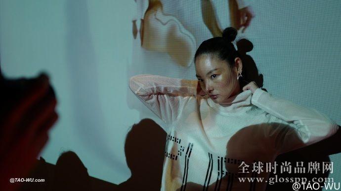 资讯生活上海时装周的尾声,上官喆的秀和酒、DJ都混在了一起